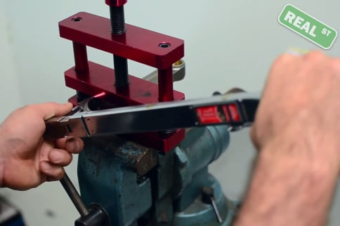 Video How To: Measuring Rod Bolt Torque And Stretch