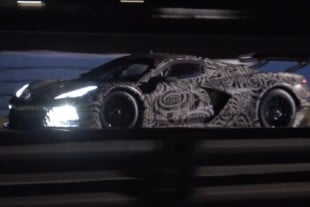 Corvette C8.R Lights Up Sebring Track At Night!